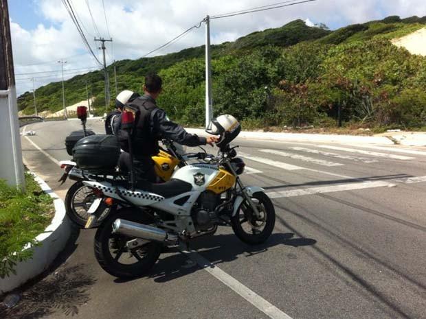 Bugueiro perdeu o controle do carro na Via Costeira e capotou (Foto: Matheus Magalhães/G1)