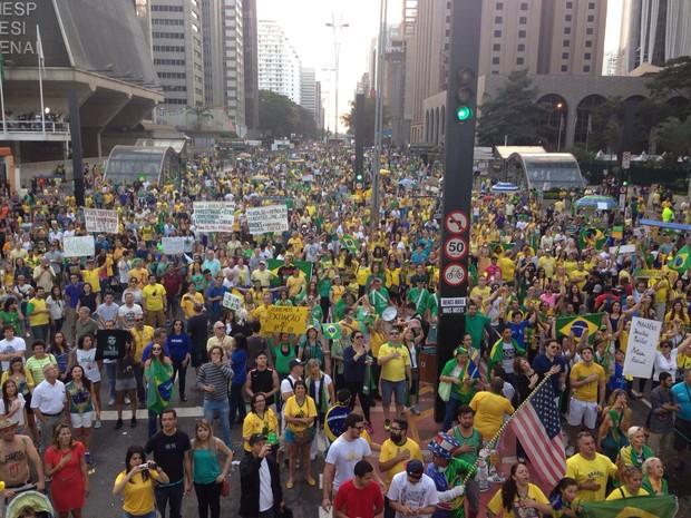 Manifestantes reunidos nas imediações do Masp (Foto: Nina Finco)