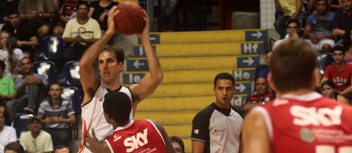Basquete Cearense x Flamengo NBB (Foto: LC Moreira / Divulgação)