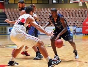 basquete Flamengo e Bauru LDB 2012 (Foto: João Pires / LNB)