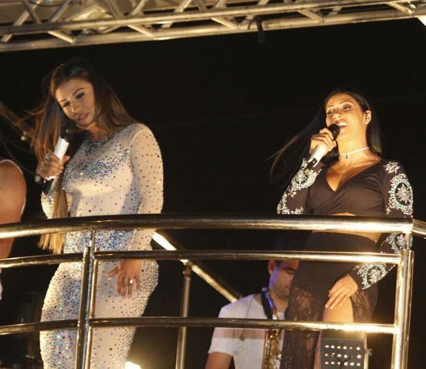 A dupla no palco (Foto: Fabiana Sato)