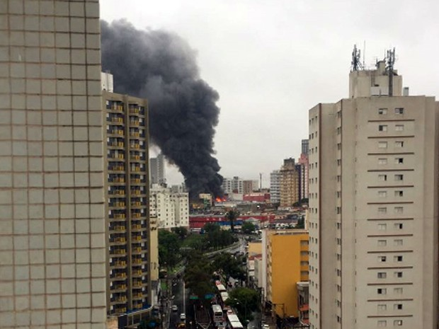 Incêndio atinge loja no Centro de Campinas nesta quinta-feira (Foto: Eliana Carvalho/Arquivo pessoal)