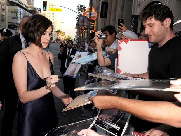 Anne Hathaway em première de filme em Los Angeles, nos Estados Unidos (Foto: Kevin Winter/ Getty Images/ AFP)
