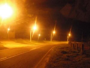Postes instalados na Estrada das Cabras, em Campinas (Foto: Julio Lobo / Divulgação)