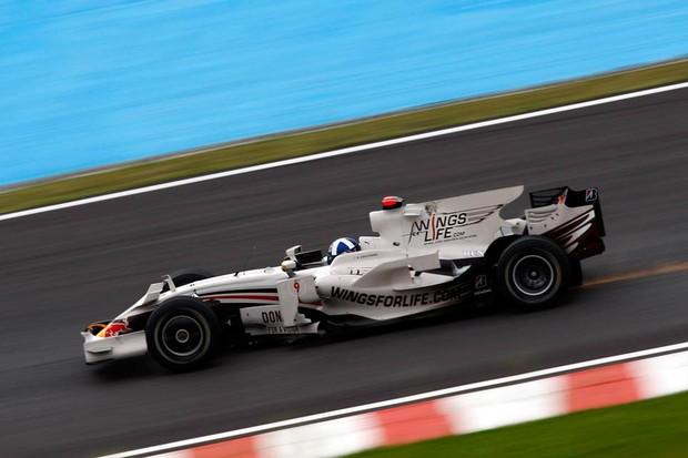 Red Bull branca para David Coulthard no GP do Brasil de 2008 (Foto: Divulgação)