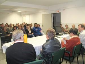 Mães atendidas pelo Sus e autoridades de Içara se reuniram para discutir sobre situação do hospital  (Foto: Prefeitura de Içara/Divulgação)
