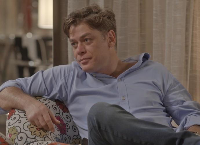 Arthur fica sem graça com as indiretas de Dorinha (Foto: TV Globo)