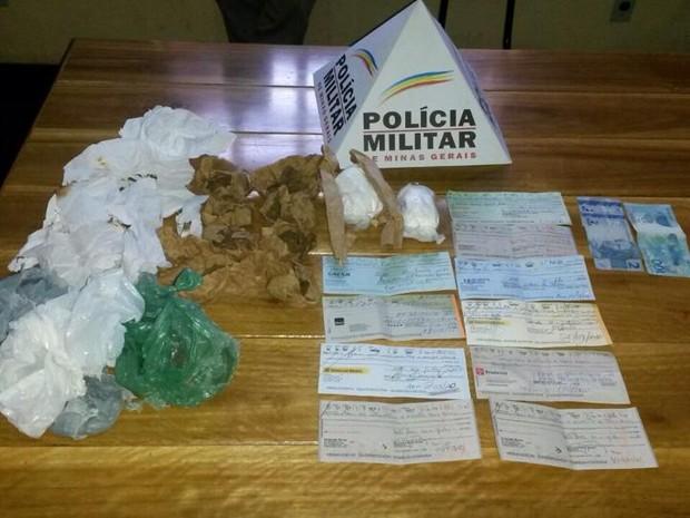 droga apreendida em Martinho Campos (Foto: Polícia Militar/ Divulgação)