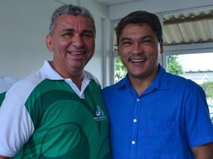 Evandro e o gerente de jornalismo Arilson Freires (Foto: Jorge Abreu/Rede Amazônica)