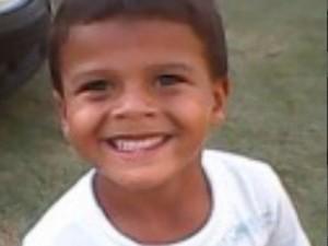 Mellks Silva Cruz de quatros anos sumiu há sete meses (Foto: Leni Paula da Silva/Arquivo Pessoal)