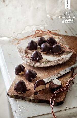 Os pralinés de marzipã carregam um gosto irresistível de especiarias, e são ótimos para acompanhar o café. Uma pasta de cacau, rum, cravos, gengibre e canela recheia os bombons (Foto: Ulrika Ekblom/StockFood)