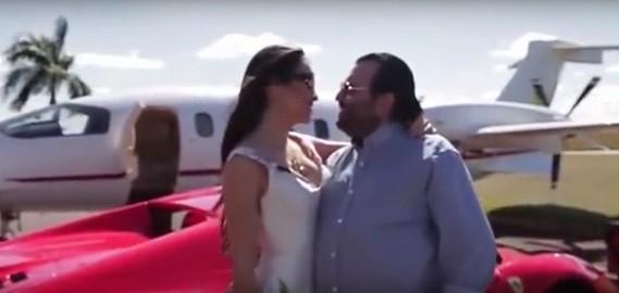 """Djalma e Priscila no vídeo """"save the date"""" do casamento, entre a Ferrari e o jatinho dele: """" (Foto: Reprodução)"""