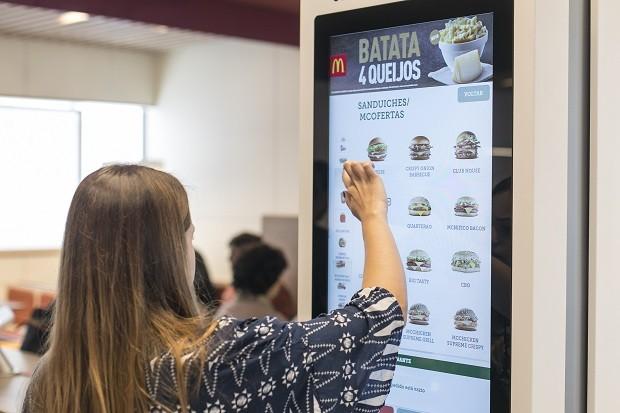 7322f29b67c Novo McDonald s em São Paulo  pedidos poderão ser realizados sem atendentes  (Foto  Divulgação
