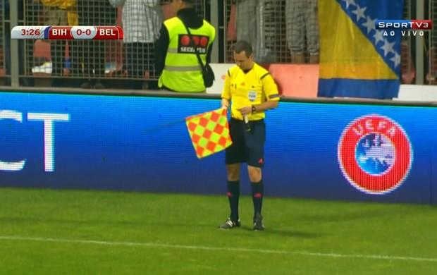 Arbitro italiano Alessandro Giallatini Bosnia x Bélgica (Foto: Reprodução / SporTV)