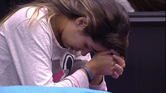 Vivian faz oração antes de dormir