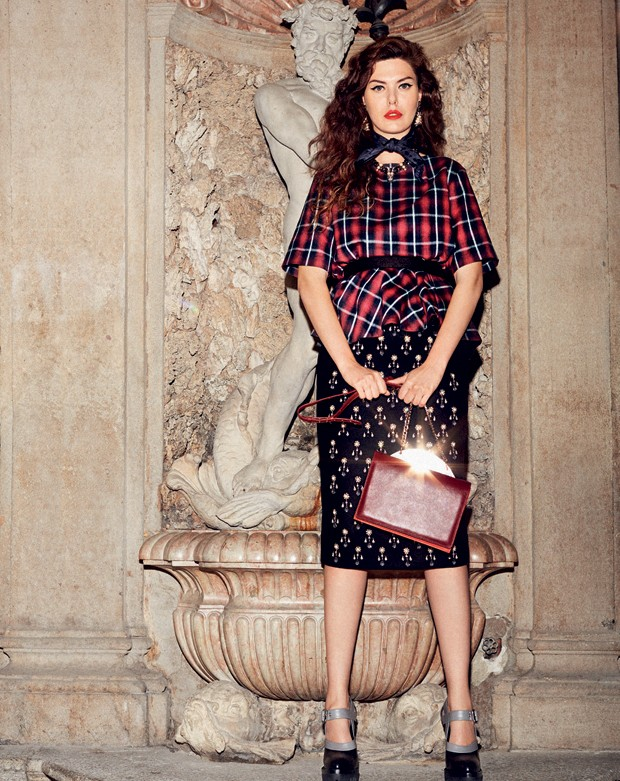 Look No21, cinto, lenço e sapatos Miu Miu, brincos e colar Schield Collection e bolsa Sylva (Foto: Fabio Leidi)