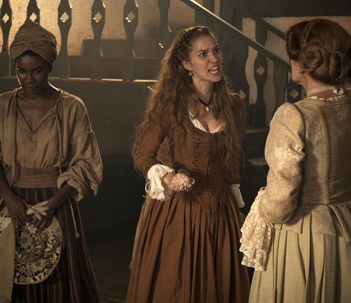 Branca fica furiosa ao saber da aproximação de Rosa e Xavier (Foto: TV Globo)