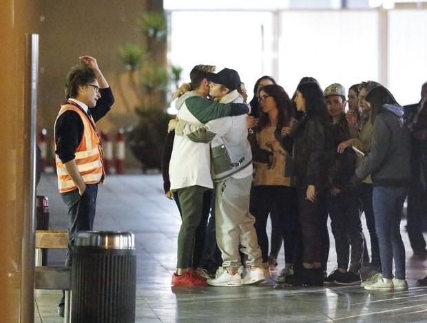 Justin Bieber se reúne com fãs na Espanha (Foto: The Grosby Group)