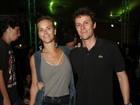 Carolina Dieckmann e o marido, Tiago Worcman, vão a show no Rio