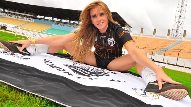 Carla Chiarelli, musa do Comercial (Foto: Divulgação / Comercial Futebol Clube)