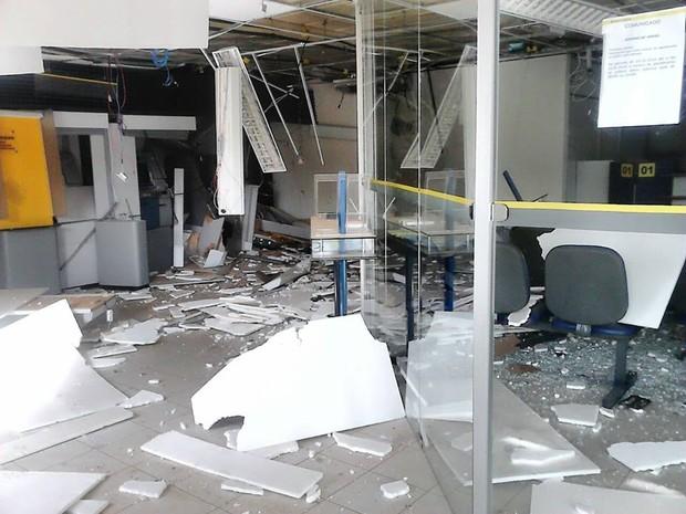 Explosão de banco em Sátiro Dias Bahia 1 (Foto: José Roberto de Jesus/Vc no G1)