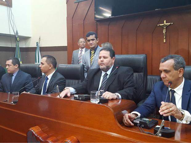 Mesa Diretora foi eleita por unanimidade com 15 votos (Foto: Denise Soares/G1)