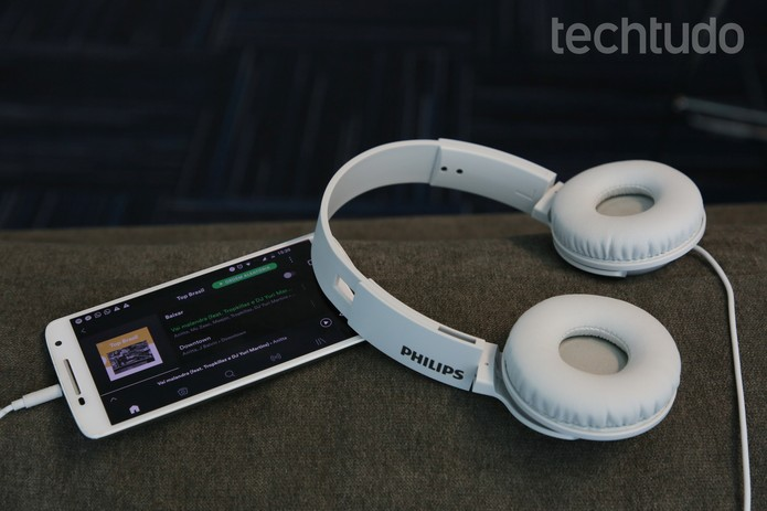 Fone Philips (Foto: Anna Kellen Bull/TechTudo)