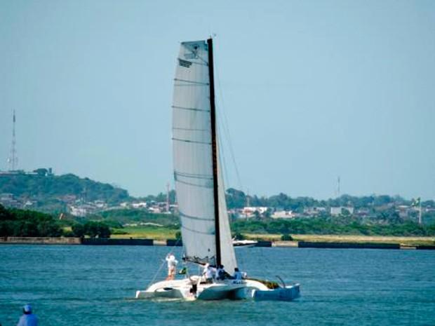 Embarcação pernambucana 'Nativo' perdeu contato com a comissão organizadora da regata (Foto: Divulgação/Cabanga Iate Clube)
