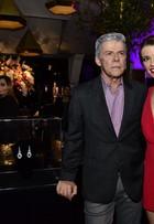 Filha de José Mayer, Julia Fajardo usa decotão na festa de 'Império', no Rio