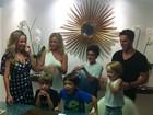 Danielle Winits festeja seus 40 anos com jantar em família