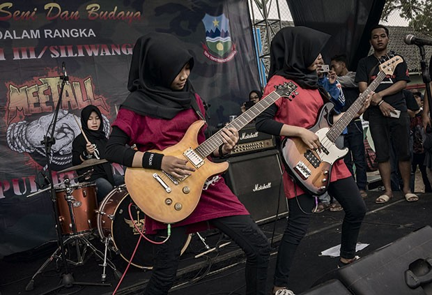 A banda  no palco do festival Garut, a oeste de Java (Foto: Rony Zakaria)