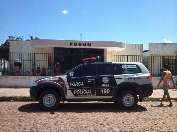 Fórum de Justiça de Vargem Grande teria sido invadido neste sábado (31) (Foto: Divulgação / Manoel Mendonça)
