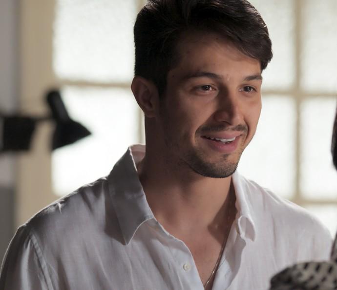 Roberto fica todo feliz com as palavras de Anita (Foto: TV Globo)