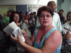Superlotação provoca confusão em posto de saúde de Araruama, RJ (Foto: Heitor Moreira/G1)