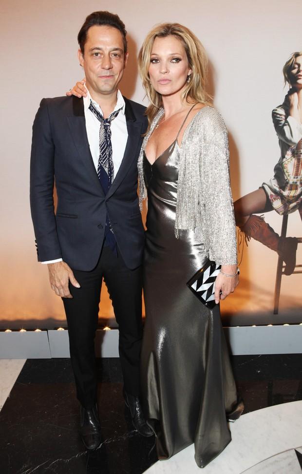 Kate Moss e o marido, Jamie Hince, em festa em Londres, na Inglaterra (Foto: David M. Benett/ Getty Images)