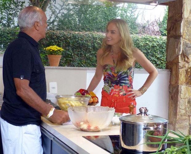 Junior mostra habilidade na cozinha e prepara massa fria (Foto: Estrelas/TV Globo)
