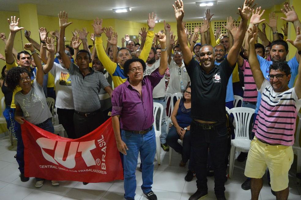Greve foi definida em assembleia realizada na noite de quarta (26) (Foto: Divulgação/Sintect)