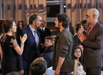 Germano perde a pose ao encontrar Rafael em evento: 'Assassino da minha filha'