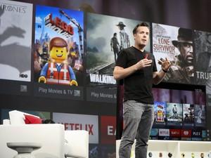 Dave Burke anuncia Android TV durante evento do Google nesta quarta-feira (25) (Foto: Elijah Nouvelage/Reuters)