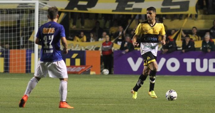Giovanni Criciúma lateral Cruzeiro (Foto: Fernando Ribeiro / Criciúma EC)