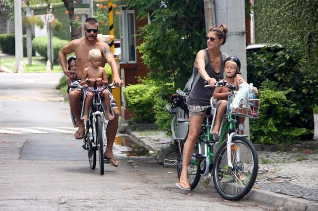 Fernanda Lima e familia (Foto: Rodrigo Rodrigues/PhotoRioNews)