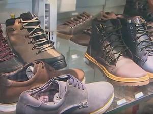 Calçados estão entre os que devem ser mais vendidos no Dia dos Pais (Foto: Imagens/Tv Bahia)