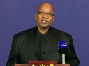 Imagem de TV mostra o presidente Sul-Africano Jacob Zuma em coletiva de imprensa para anunciar a morte do ex-presidente Nelson Mandela em Joanesburgo. (Foto: SABC/AFP)