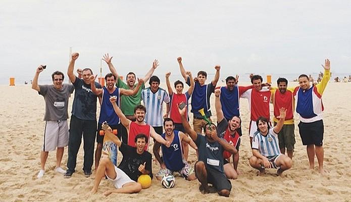Usuários de diversas nacionalidades participaram do Instamatch em Copacabana antes da final da Copa (Foto: Reprodução/Instagram)