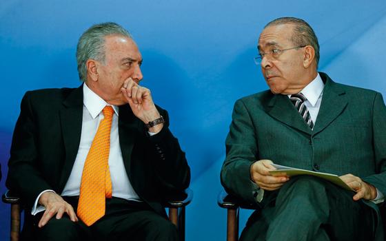 DUPLA O presidente Michel Temer e o ministro Padilha. O primeiro corteja, o segundo já despediu os tucanos (Foto:   Pedro Ladeira/Folhapress)