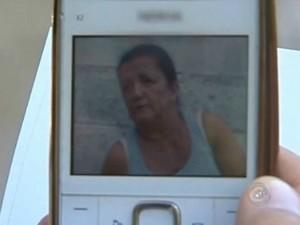 Claudete Dilma Gonçalves Vieira foi socorrida, mas não resistiu aos ferimentos. (Foto: Reprodução TV TEM)