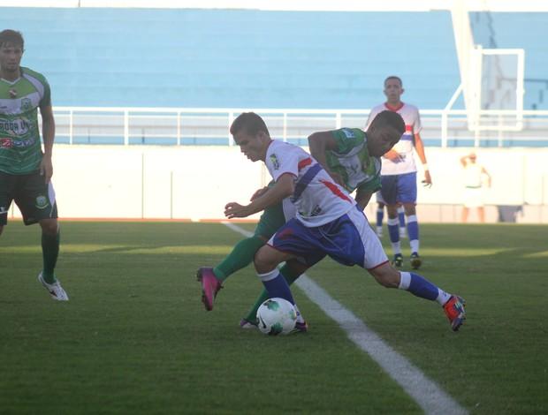 Plácido de Castro e Paragominas se enfrentam no estádio Florestão (Foto: João Paulo Maia)