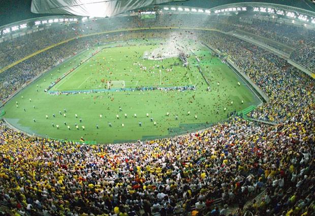 Estádio de Yokohama na final da Copa de 2002: arenas construídas no Japão geram prejuízo até hoje (Foto: Toru Yamanaka/AFP)