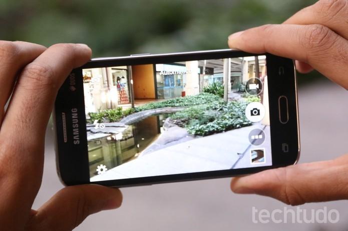 Câmera frontal do Galaxy Win 2 teve upgrade de 2 megapixels (Foto: Lucas Mendes/TechTudo)