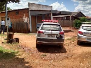 Polícias Civil e Militar localizaram casa usada como oficina de desmanche (Foto: Divulgação/Polícia Civil)
